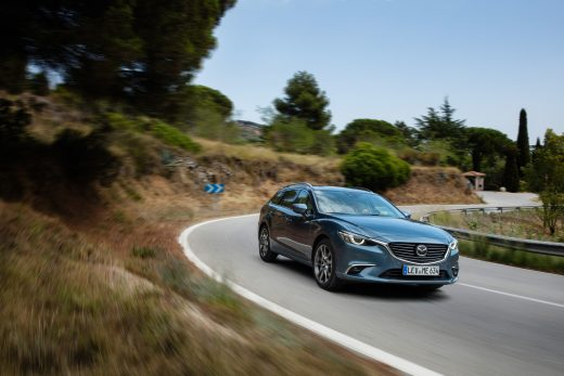 2017 Mazda6_WGN_Action (2)